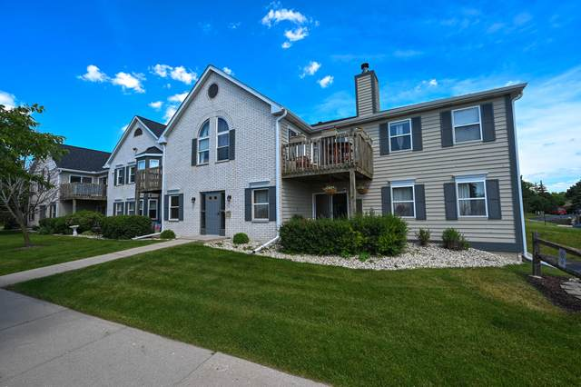 N25W24037 River Park Dr #10, Pewaukee, WI 53072 (#1751023) :: EXIT Realty XL