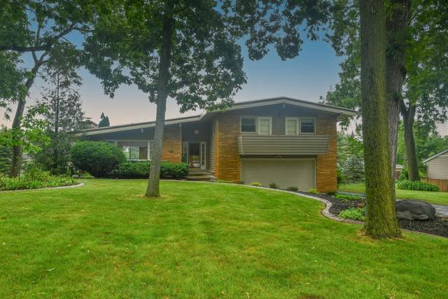 3420 Hollywood Ln, Brookfield, WI 53045 (#1751033) :: Re/Max Leading Edge, The Fabiano Group