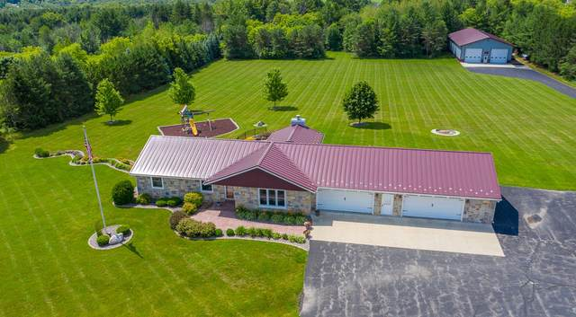 3885 Pioneer Rd, Richfield, WI 53076 (#1751162) :: EXIT Realty XL