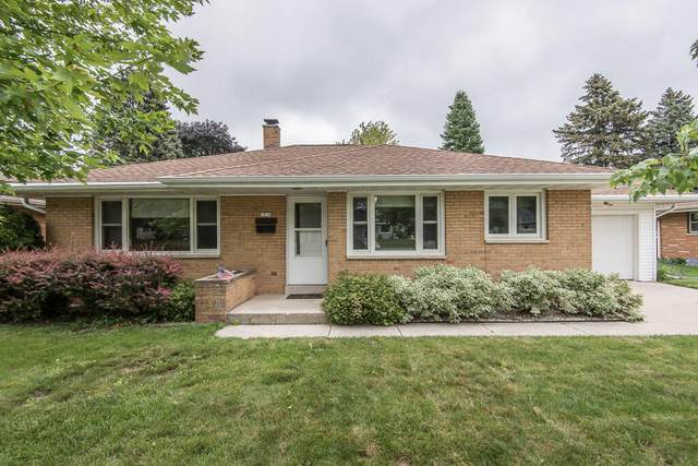 1014 5th Ave, Grafton, WI 53024 (#1751333) :: Re/Max Leading Edge, The Fabiano Group