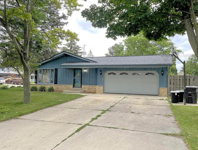 4204 S 93rd St, Greenfield, WI 53228 (#1751711) :: RE/MAX Service First
