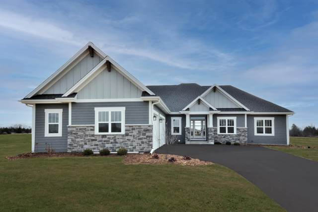 104 Sycamore Ct, Hartland, WI 53029 (#1752033) :: RE/MAX Service First