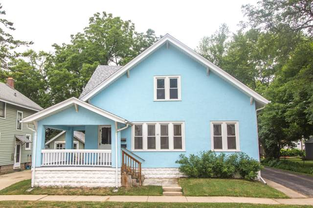 237 Union St, Waukesha, WI 53188 (#1752078) :: RE/MAX Service First