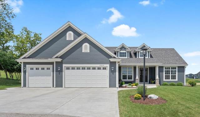 N3W27792 Cloverland Ln, Pewaukee, WI 53188 (#1752231) :: EXIT Realty XL