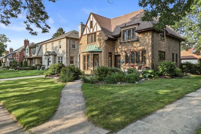 5800 N Kent Ave, Whitefish Bay, WI 53217 (#1752258) :: OneTrust Real Estate