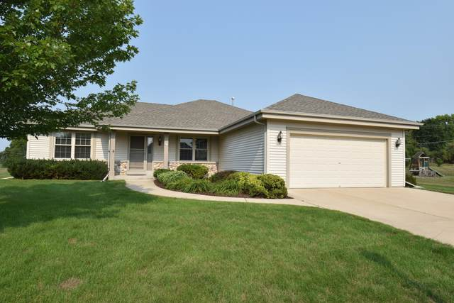 611 Woodland Cir, Waterford, WI 53185 (#1752464) :: OneTrust Real Estate