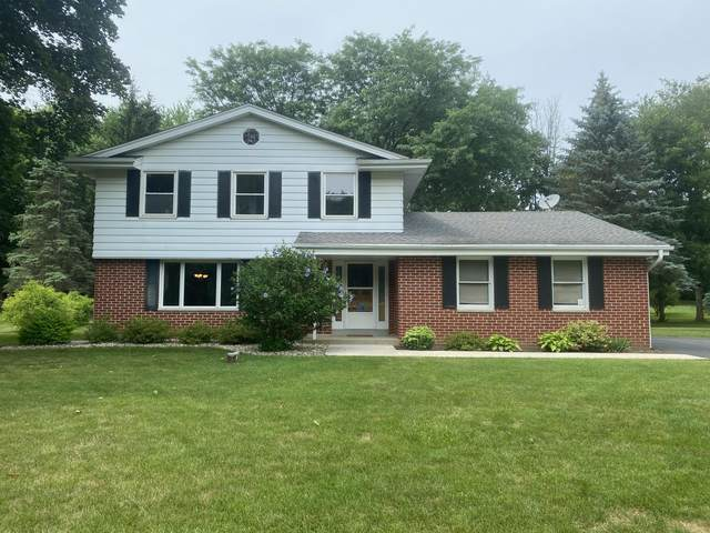 W236S5513 Maple Hill Dr, Waukesha, WI 53189 (#1752685) :: EXIT Realty XL