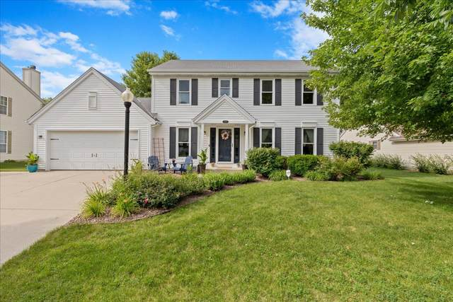 208 Manchester Dr, Waukesha, WI 53188 (#1752893) :: Tom Didier Real Estate Team