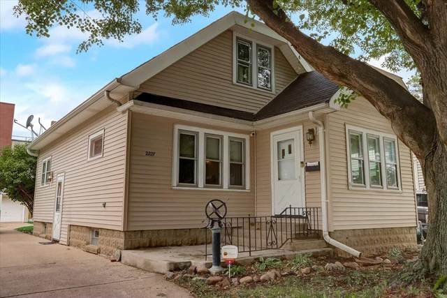 2227 S 84th St, West Allis, WI 53227 (#1752975) :: RE/MAX Service First