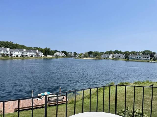 8446 S Tuckaway Shores Dr, Franklin, WI 53132 (#1753035) :: EXIT Realty XL