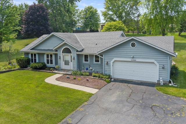 W232N6959 Waukesha Ave, Sussex, WI 53089 (#1753266) :: RE/MAX Service First