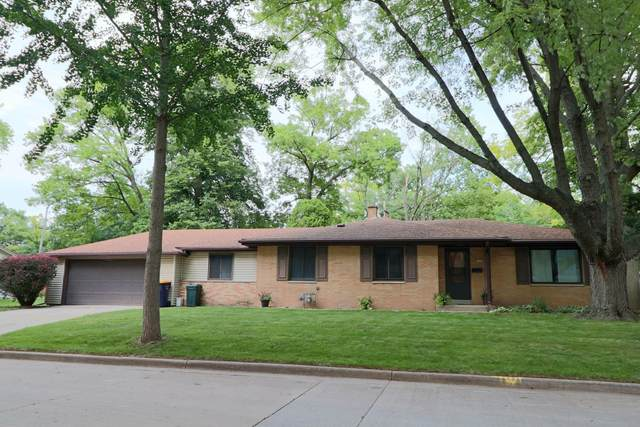 1008 S 105th St, West Allis, WI 53214 (#1753298) :: RE/MAX Service First
