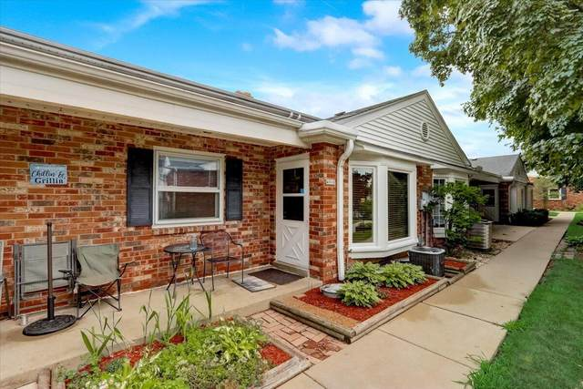 4916 W Colonial Ct, Greenfield, WI 53220 (#1753336) :: EXIT Realty XL