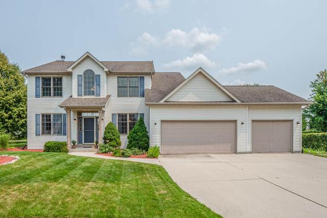 725 Windsong Cir, Plymouth, WI 53073 (#1753359) :: EXIT Realty XL