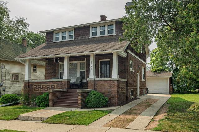 205 W Green St, Watertown, WI 53098 (#1753494) :: EXIT Realty XL