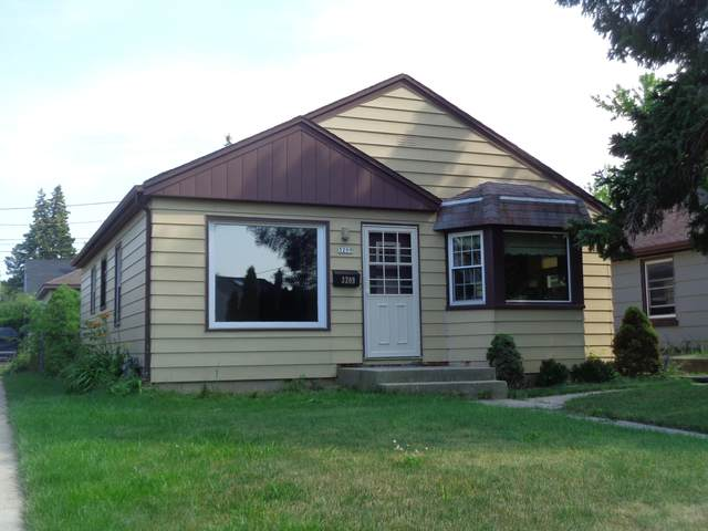 3209 W Lynndale Ave, Greenfield, WI 53221 (#1753670) :: Re/Max Leading Edge, The Fabiano Group