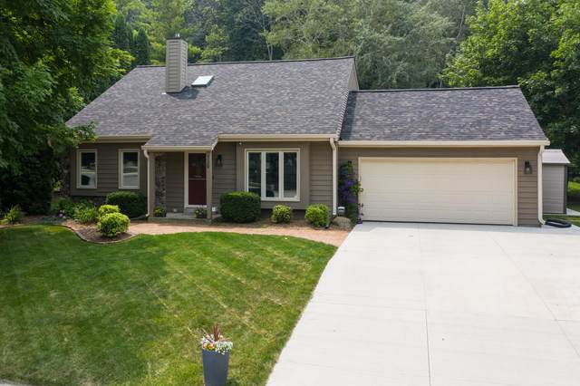 739 Overland Trl, Grafton, WI 53024 (#1753705) :: EXIT Realty XL