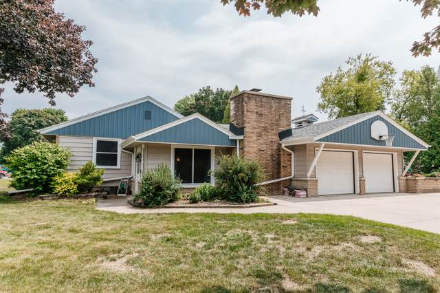 14107 W Prospect Pl, New Berlin, WI 53151 (#1753731) :: Re/Max Leading Edge, The Fabiano Group