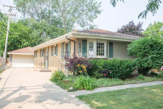441 N 112th St, Wauwatosa, WI 53226 (#1753755) :: RE/MAX Service First