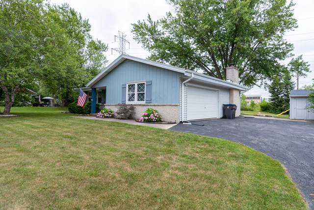15837 W Robin Rd, New Berlin, WI 53151 (#1753823) :: EXIT Realty XL