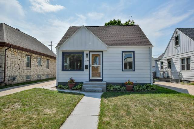 2323 S 97th St, West Allis, WI 53227 (#1754060) :: EXIT Realty XL