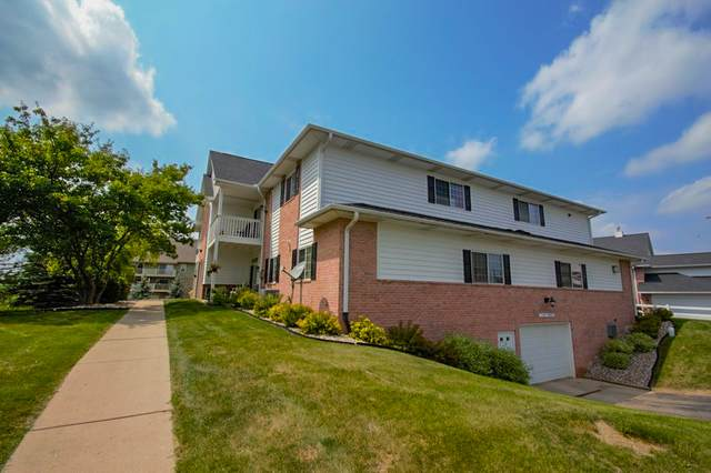 W241N2533 E Parkway Meadow Cir #4, Pewaukee, WI 53072 (#1754101) :: EXIT Realty XL