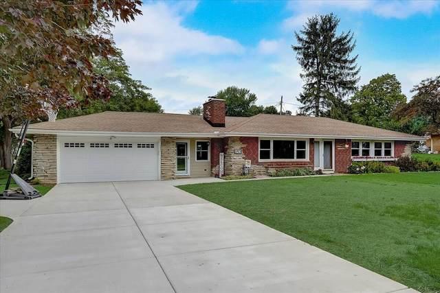 1915 Lone Oak Cir E, Brookfield, WI 53045 (#1754199) :: OneTrust Real Estate