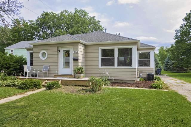 924 Grant St, Lake Geneva, WI 53147 (#1754312) :: Keller Williams Realty - Milwaukee Southwest