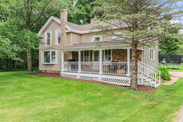 422 S Main St, Walworth, WI 53184 (#1754398) :: Tom Didier Real Estate Team