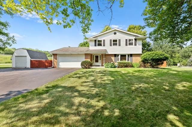 W276N1512 Spring Creek Dr, Pewaukee, WI 53072 (#1754556) :: RE/MAX Service First