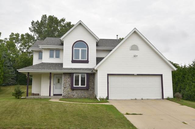 1020 Shepherds Dr, West Bend, WI 53090 (#1754569) :: EXIT Realty XL