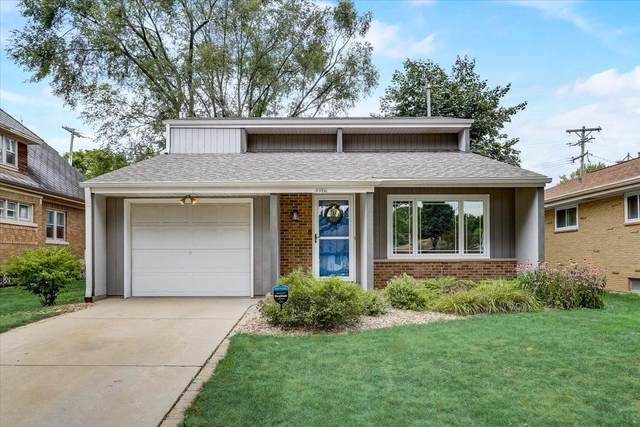 9916 W Grantosa Dr, Wauwatosa, WI 53222 (#1754643) :: OneTrust Real Estate