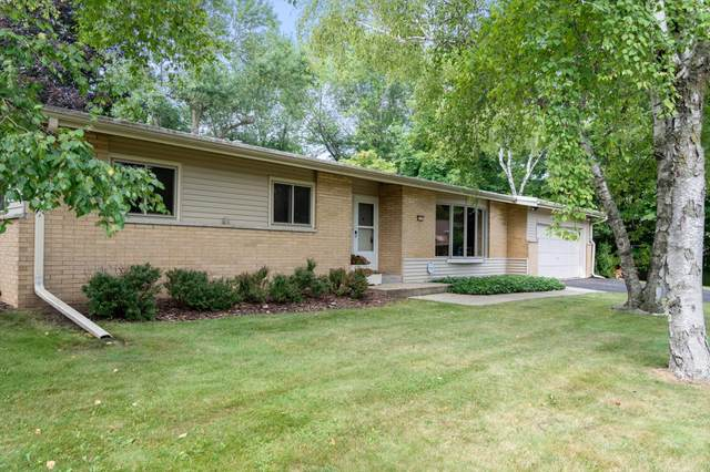 8921 N Rexleigh Dr, Bayside, WI 53217 (#1754668) :: EXIT Realty XL