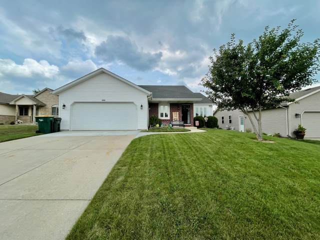 2713 Eagles Ct, West Bend, WI 53095 (#1754694) :: EXIT Realty XL