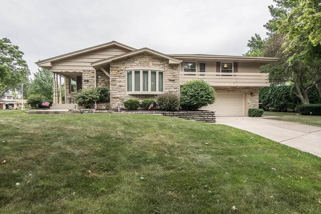 2834 N Park Dr, Wauwatosa, WI 53222 (#1754732) :: RE/MAX Service First