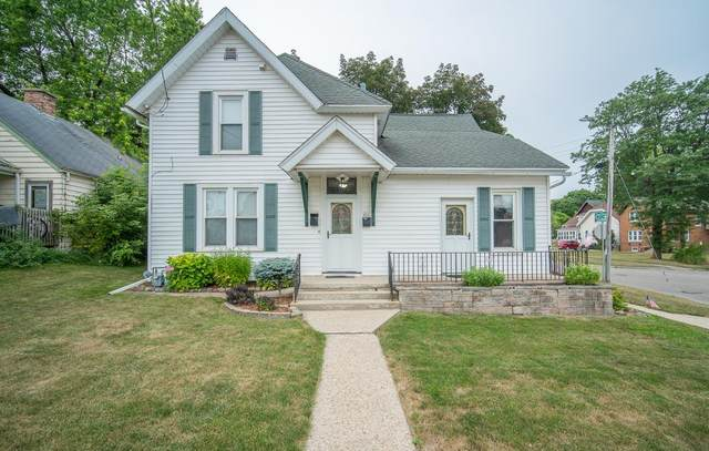 402 3rd Ave, West Bend, WI 53095 (#1754735) :: EXIT Realty XL