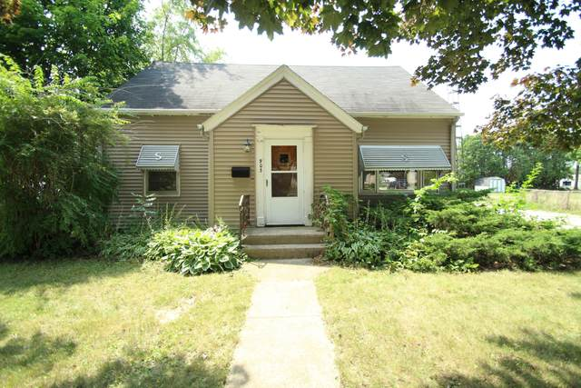 903 S Main St, Lake Mills, WI 53551 (#1754749) :: EXIT Realty XL