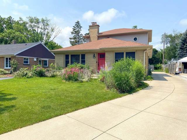 8201 N Whitney Rd, Fox Point, WI 53217 (#1754819) :: EXIT Realty XL