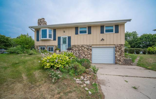 919 Clear View Dr, West Bend, WI 53090 (#1754853) :: EXIT Realty XL