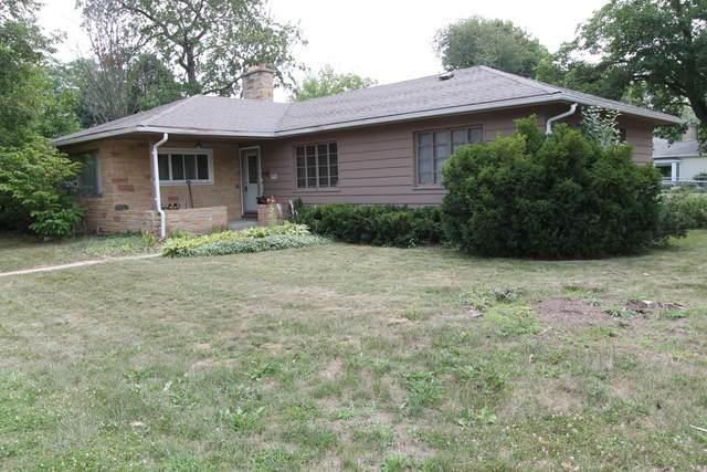 241 Gardner Ave., Burlington, WI 53105 (#1754860) :: Re/Max Leading Edge, The Fabiano Group