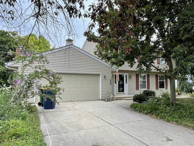 8590 S Stonefield Dr, Oak Creek, WI 53154 (#1754869) :: Re/Max Leading Edge, The Fabiano Group