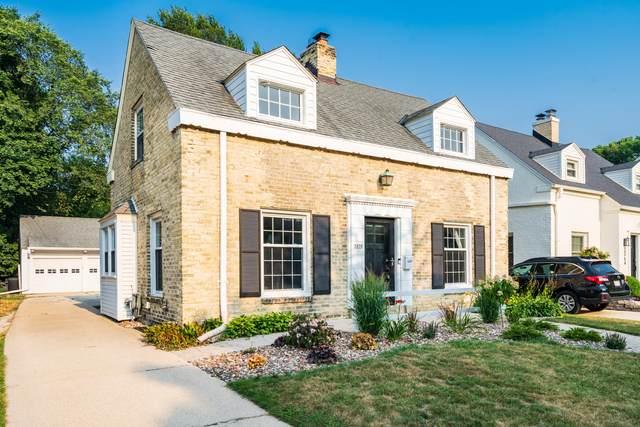 5070 N Kent Ave, Whitefish Bay, WI 53217 (#1754873) :: OneTrust Real Estate