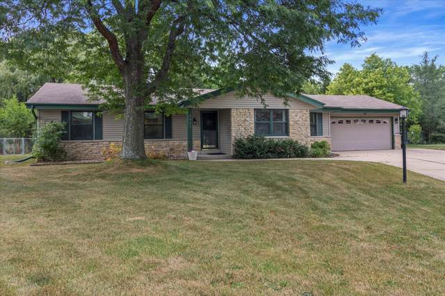 4062 S 106th St, Greenfield, WI 53228 (#1754921) :: RE/MAX Service First