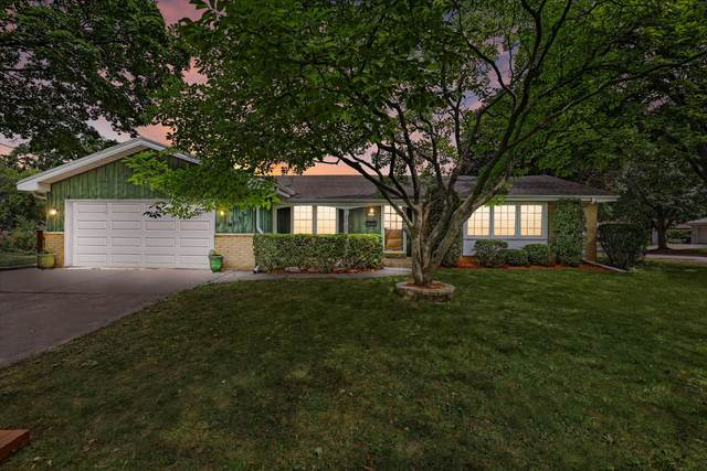 9818 W Harrison Ave, West Allis, WI 53227 (#1754990) :: RE/MAX Service First