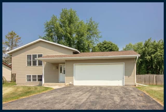 1222 Oak St, Watertown, WI 53098 (#1755120) :: Tom Didier Real Estate Team