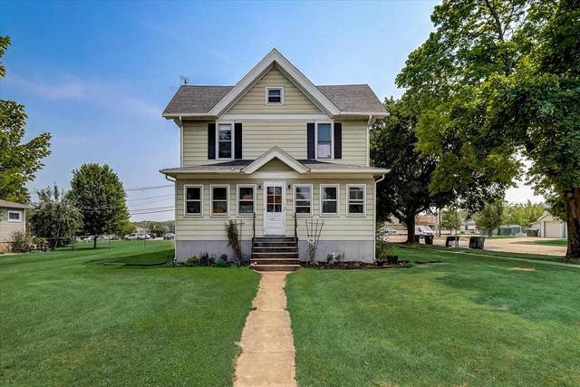 524 S Main St, Lake Mills, WI 53551 (#1755145) :: RE/MAX Service First