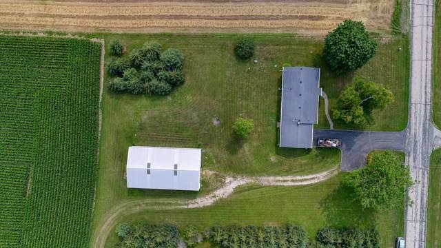 6846 W Waterford Rd, Hartford, WI 53027 (#1755167) :: Tom Didier Real Estate Team