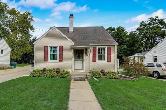 424 Robert St., Fort Atkinson, WI 53538 (#1755168) :: Tom Didier Real Estate Team