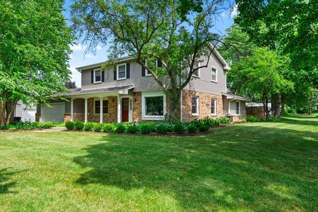 2810 N 117th St, Wauwatosa, WI 53222 (#1755216) :: RE/MAX Service First