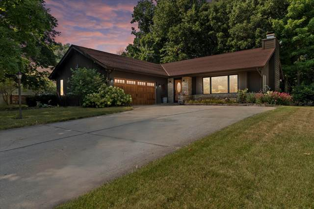 7928 W Winston Way, Franklin, WI 53132 (#1755245) :: Tom Didier Real Estate Team